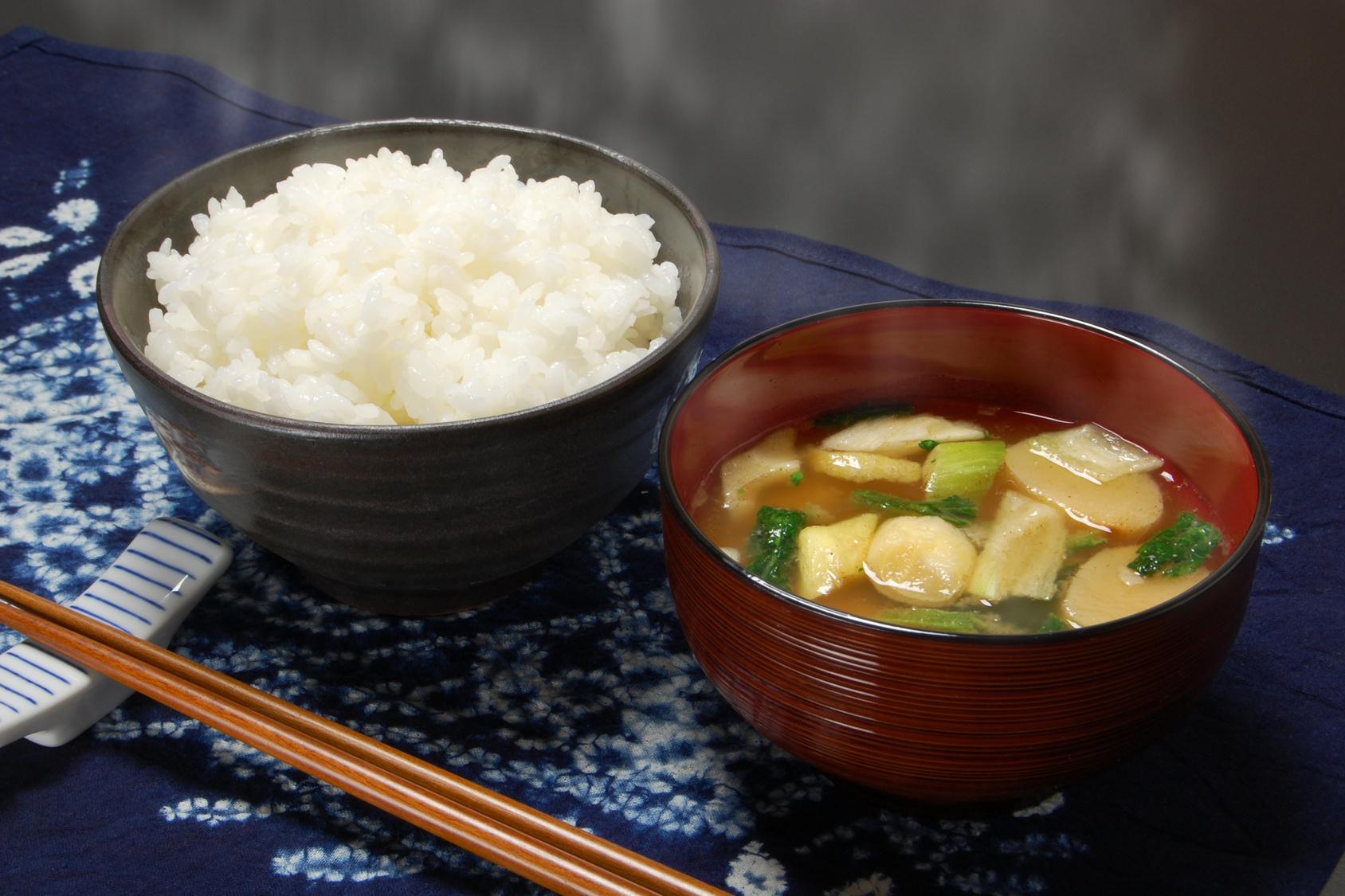白ごはんは味噌汁と相性抜群!セットで食べるべし!!